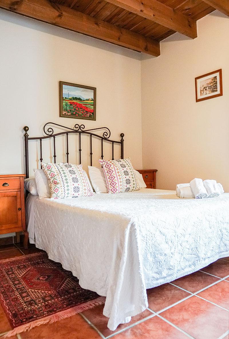 habitacion-doble-cama-matrimonio-apartamento-rural