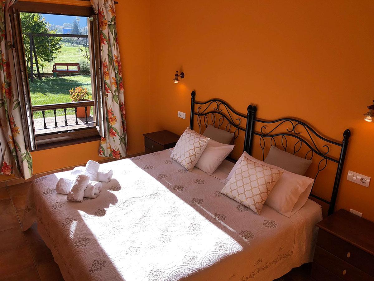 habitación adaptada doble cama grande