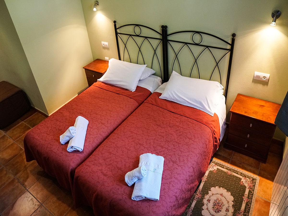 habitacion-doble-camas-individuales